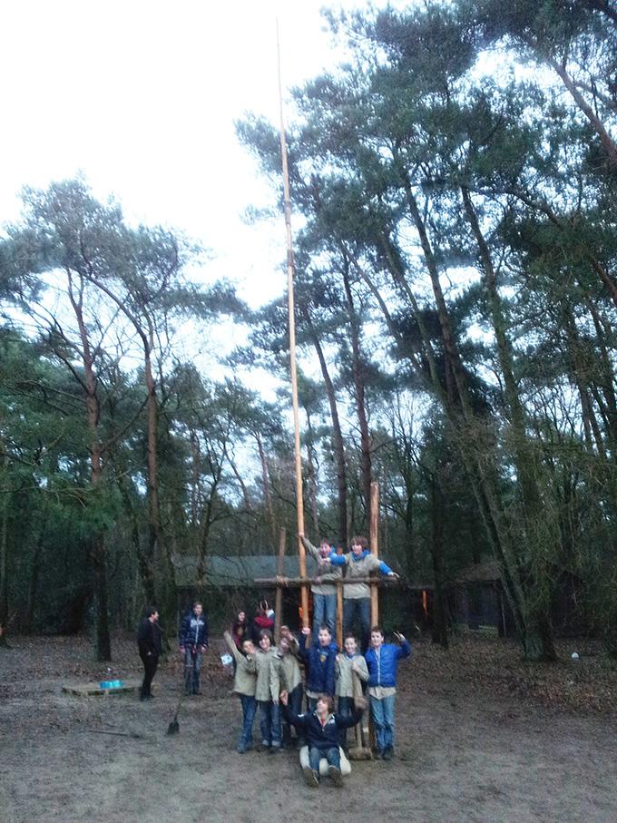 Met maar liefst 12 meter stak de toren bijna boven de bomen uit!